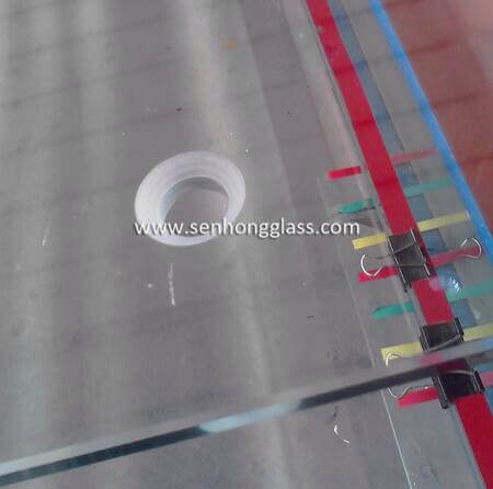 China tempered glass manufacturer countersunk holes 2-1