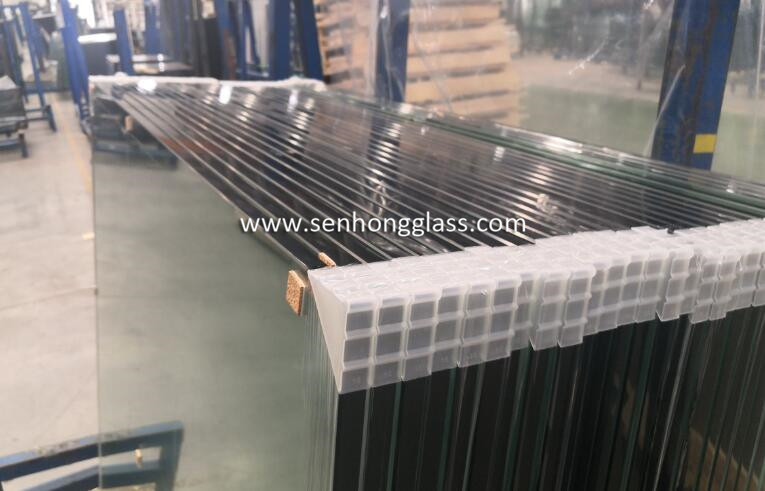 12mm tempered toughened glass with safety corner packing with plastic corner